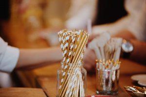 Gold paper straws for a wedding DIY bar